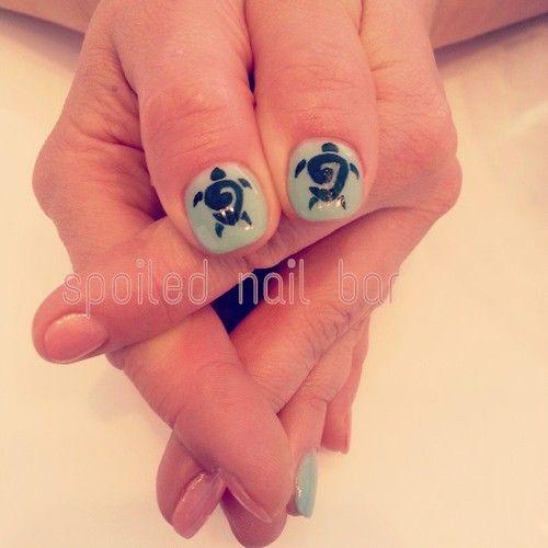 Tribal turtle nail art