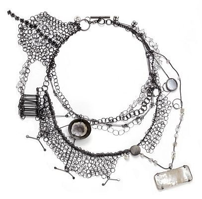Doerthe Fuchs  ||  German designer D.Fuchs objects mainly formed of wire creating ethereal jewelry that feel two-dimensional, such as drawing. Lacy collars structured so reminiscent of the collars and can definitely carry on almost everything. Excellent!