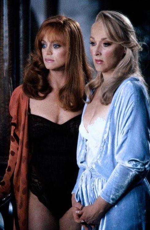 "Meryl Streep andGoldie Hawn in ""Death Becomes Her"""