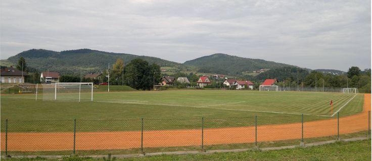 Przedstawia stadion w Stryszawie