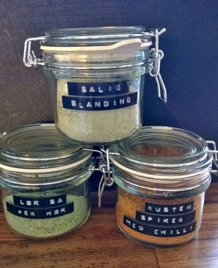 Hjemmelaget krydder av tørkede urter og grønnsaker / Homemade spice of dried herbs and vegetables #homemade #spices