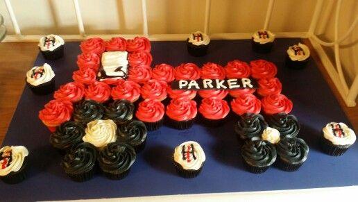 International Harvester cupcakes #internationalharvester #internationalharvestercupcakes #tractorcupcakes #birthdaycake #littleboy #boyscake #tractorcake #yummydelicious #cupcakes #jennaroushcakes