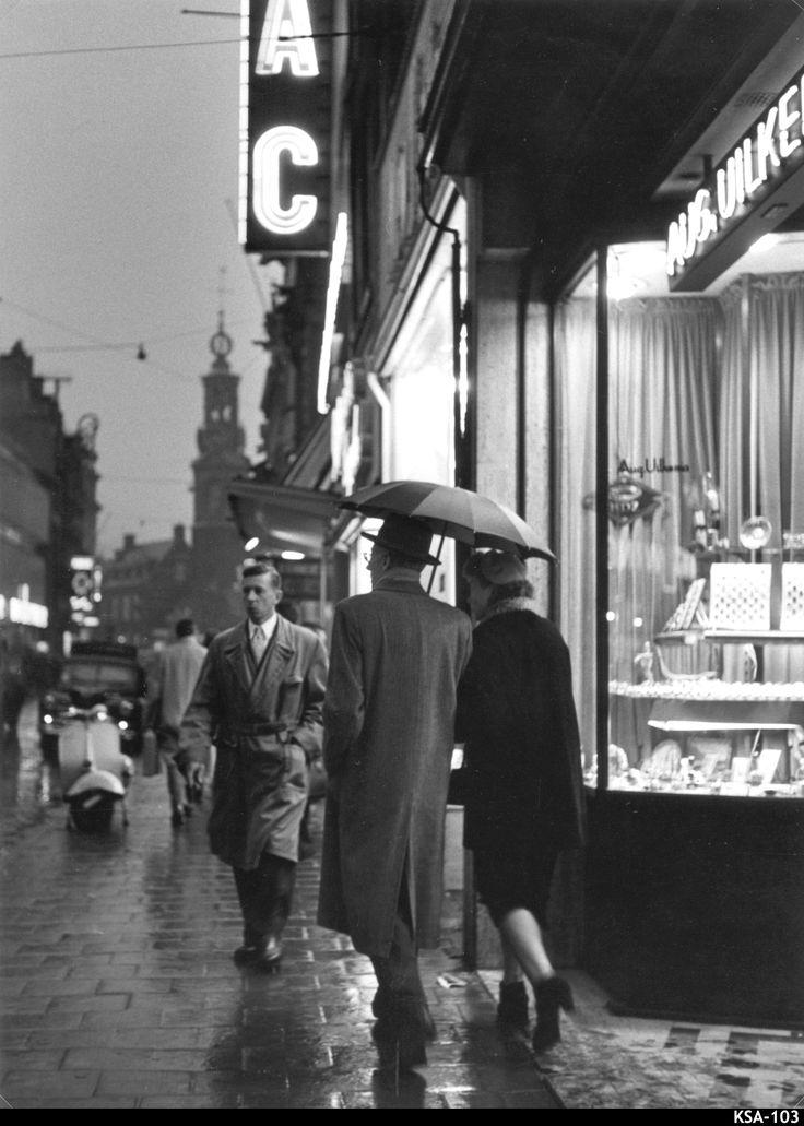 Winkelen in de Reguliersbreestraat - Amsterdam - Vintage Photo Naarden : Kees Scherer