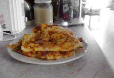 Gluténmentes pizza csak rizslisztből - így készült: 30 dkg barna rizsliszt, 20 dkg kukoricakeményítő, 4 dl langyos víz (egyik felébe élesztő, másikba 10 g ph ment)