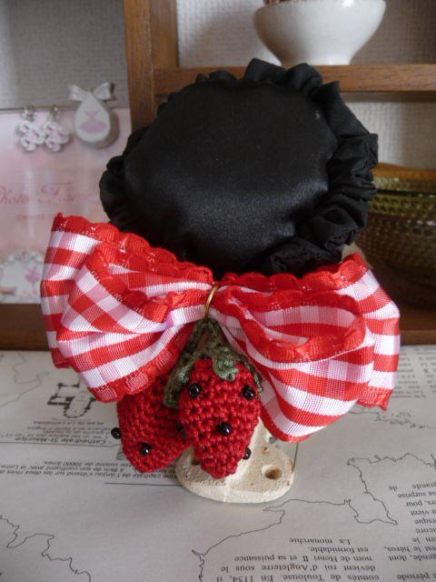 ●大きめリボンに手編みのいちごが可愛いです♪●おだんごヘアに組み合わせてもカワイイですよ。☆リボンの大きさ…横12センチ ※立体的な2重のリボン...|ハンドメイド、手作り、手仕事品の通販・販売・購入ならCreema。