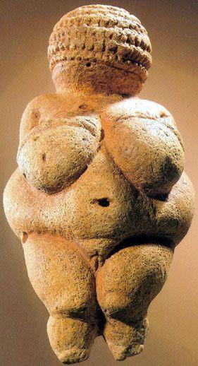La Venus de Willendorf, culto a la mujer y a la fertilidad en el Paleolítico Superior (22.000-24.000 aC).