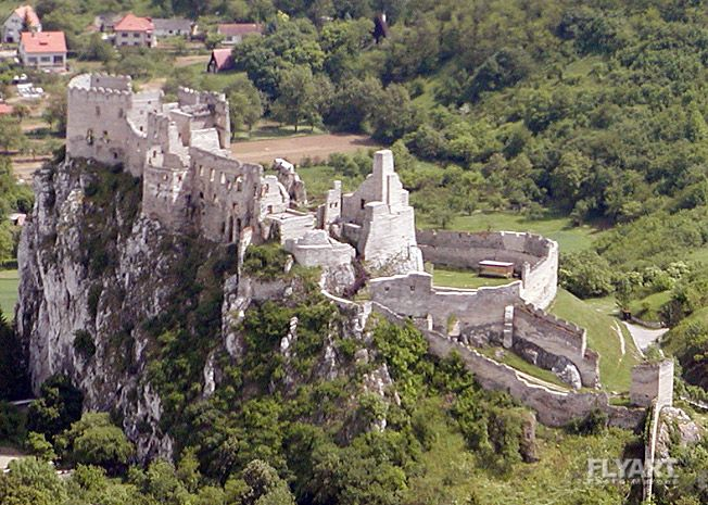 Castle Ruins - Beckov Beckov, Beckovský hrad; 1208 castrum Blundix, 1219 Blonduch, 1222 Blondich, 1244 Bolonduch, 1308 Bolunduch, 1388 Galancz sive Beczkow; (Beckov castle)  Place: Beckov, County: Nové Mesto nad Váhom, Region: Trenčín, Historic region: Trencin  Ruins of the castle which was built in the 13th century and destroyed in 1729.