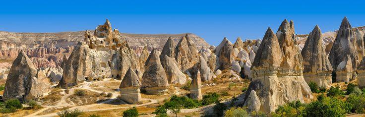 Laissez-vous surprendre par la région de Cappadoce lors de vos vacances en Turquie et dormez dans une grotte insolite.