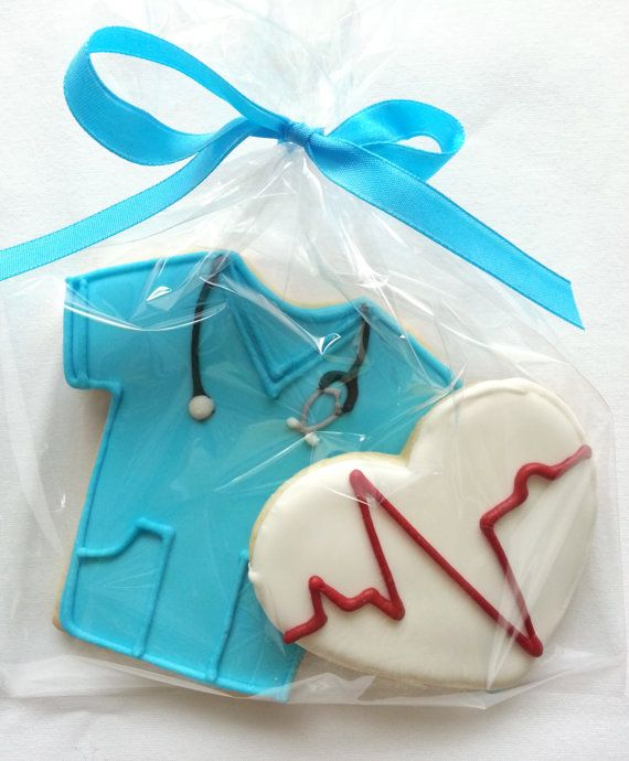 8 Doctor or Nurse Blue Scrubs Cookie Party Favors on Etsy, $34.00                                                                                                                                                                                 Más