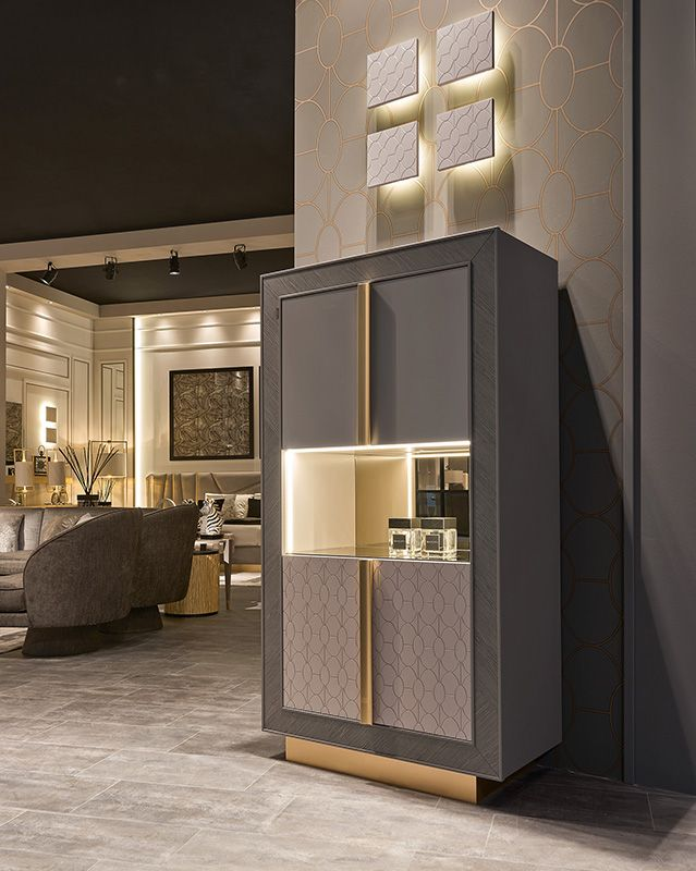 Camere da letto e soggiorni in stile classico, vetrine ...