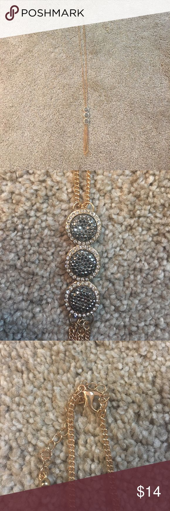 Long gold necklace Super cute and in excellent condition Jewelry Necklaces