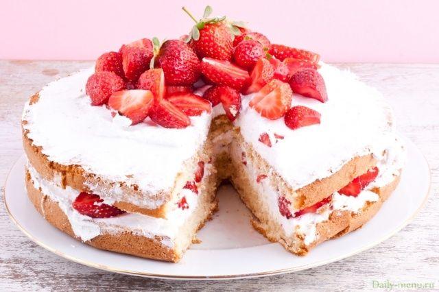 Удивительный тортик - всего 116 ккал/100 г, с 31% содержания белка и всего 2% жира. Особо привлекательна низкая жирность этого замечательного десерта - ведь именно сочетание высокой жирности и большого количества углеводов делает наши десерты такими опасными для нашей талии.