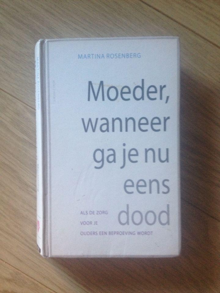 10/53/2016 Martina Rosenberg - moeder wanneer gaat u nu eens dood. Indrukwekkend waargebeurd verhaal van Martina die de zorg voor haar dementerende moeder en depressie vader heeft. Een must read voor elke mantelzorger.