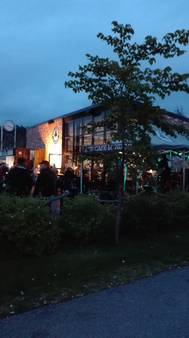 Kesäisin tarjolla on usein live-musiikkia eri tapahtumien yhteydessä.