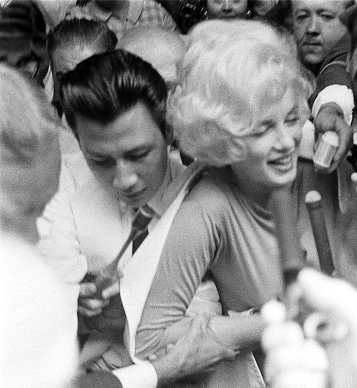 Marilyn Monroe leaving Manhattan Polyclinic Hospital after surgery, 1961.