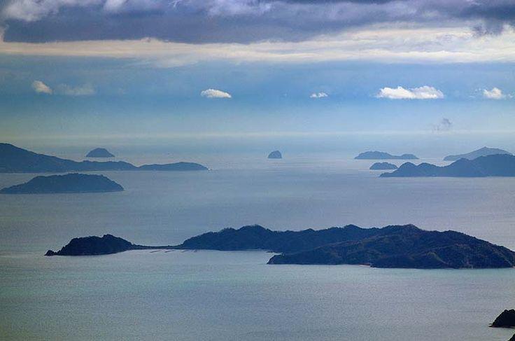 【撮影機材:ペンタックスK-5 + タムロンSP70-200mmF2.8Diマクロ】灰ヶ峰から 瀬戸内海の多島美です
