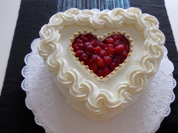 Äitienpäiväkakku <3 - Kiitos Marja! #mitätahansaleivotkin #leivojakoristele #droetker #kakku #leivonta #kilpailu