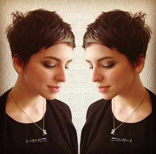 Messy, sehr kurze Haarschnitt mit Side Bangs