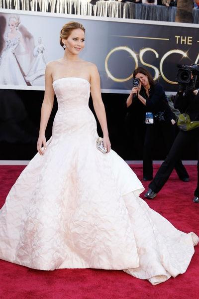 Jennifer Lawrence remporte l'Oscar de la meilleure actrice en Dior Haute Couture
