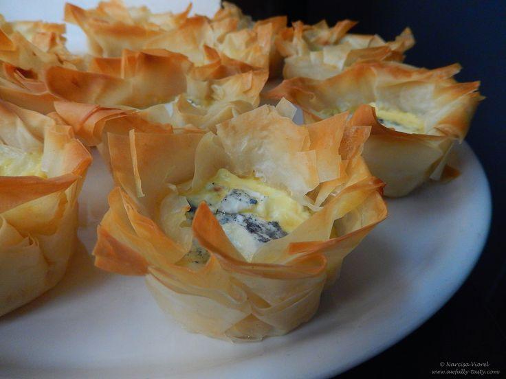 Mini quiche with sdt and goat's cheese.  Mini tarte cu rosii uscate si branza de capra.