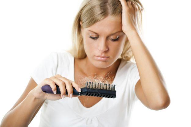 perche-perdo-tanti-capelli-5-motivi-ed-1-rimedio-naturale