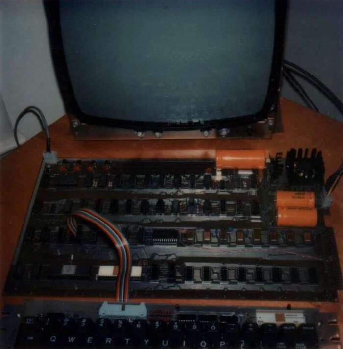 This is the naked-but-assembled Apple-1 with an uncased keyboard