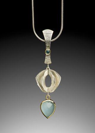 Christine Larochelle : AQUA (P86). Sterling silver, 18 k gold, aquamarine and tourmaline. (Photo: David Bishop Noriega)