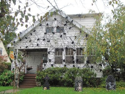 halloween crafts idea spider house i could not live hereor walk onto that porch - Decorating Outside For Halloween