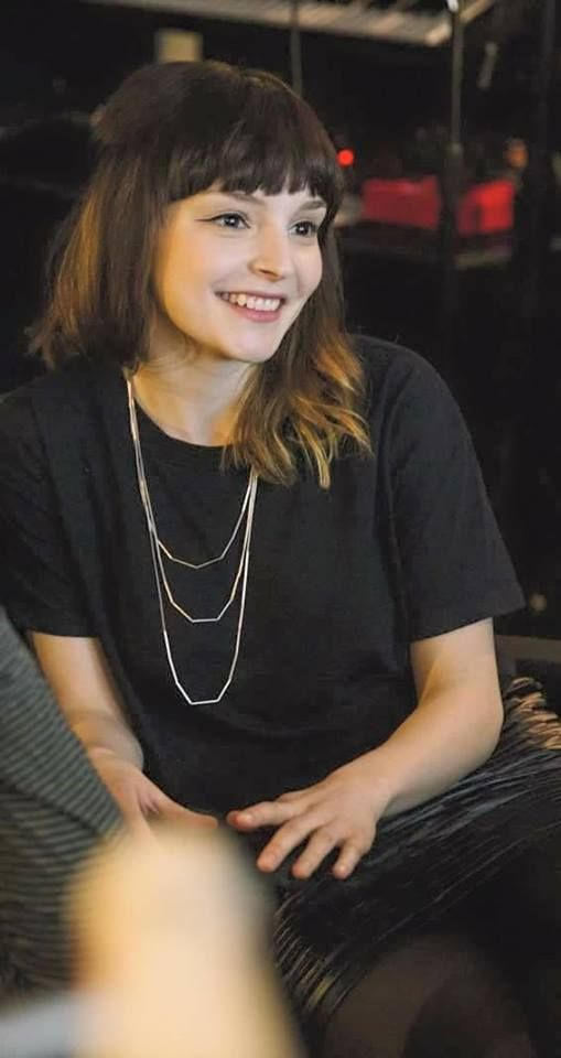 her smile *.* (Lauren Mayberry)