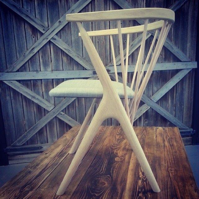 Vi er så stolte over å kunne tilby, en av verdens vakreste stoler #sibastno8. Designet av danske Helge Sibast i 1953 og nå i vårt #showroom. Vi er helt foreslsket. #elskerdet #drivved #drivvedland @sibastfurniture  Kom innom i morgen for en titt.