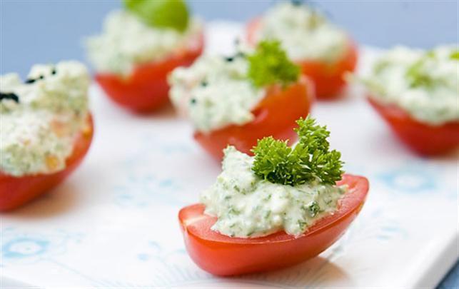 San Marzano-tomater fyldt med friskost og krydderurter