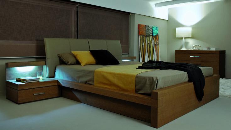 ΚΡΕΒΑΤΟΚΑΜΑΡΑ ΣΕΤ PRIMA  Μοντέρνος σχεδιασμός σε όλα τα επίπεδα.  Κρεβάτι με δερματίνη στο κεφαλάρι.  Τουαλέτα με μπιζουτιέρα.   Κομοδίνα με κρυφό φωτισμό led.  Άριστης ποιότητας ελληνικής κατασκευής.   Δυνατότητα επιλογής διαστάσεων.   Μεγάλη επιλογή σε αποχρώσεις υφάσματος και ξύλου.  Στην τιμή περιλαμβάνονται :  Κρεβάτι για στρώμα 160 x 200, Δύο κομοδίνα, Τουαλέτα, Καθρέφτης, Ανατομικό τελάρο