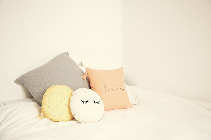 pillow face.: Crafts Fair, Ifra Lahel, Cute Pillows, Pillows Toys, Eyelashes Pillows, Lahel Sleepy, Embroidered Pillows, Decor Pillows, Sleepy Eyelashes