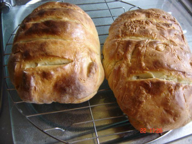 Das perfekte Griechisches Weißbrot frisch aus dem Ofen-Rezept mit einfacher Schritt-für-Schritt-Anleitung: Den Backofen auf 250° Grad vorheizen-- 50 ml…