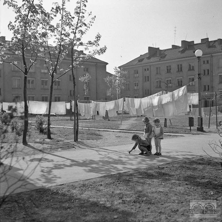 Nowa Huta - residential, backyard, children. Author: Henryk Hermanowicz. The late 50's., Cracow.