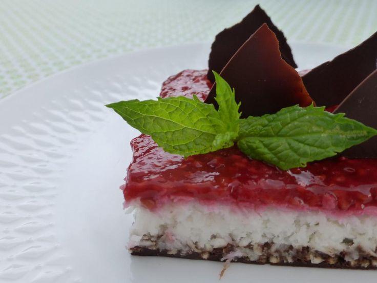 Kokos-frambozentaartje, met muntchocolade. De combinatie van verschillende smaken is een streling op je tong! Lactosevrij, Glutenvrij