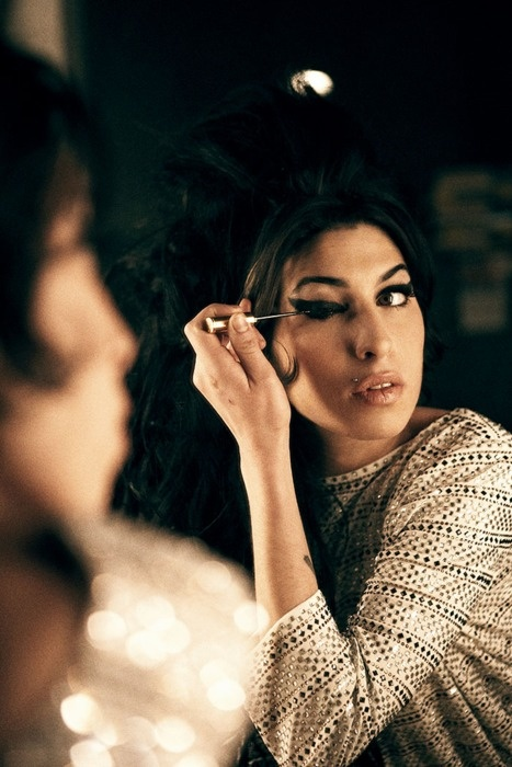 Amy Winehouse. Winged eye-liner.