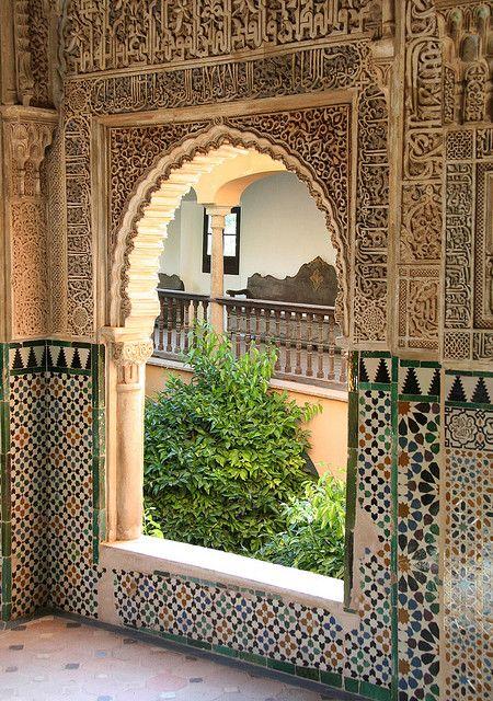 Palais de l'Alhambra, Grenade, Espagne Voûte=ouverture pour la lumière Tout en détail, couleur Il n'y a pas de moucharabieh ici