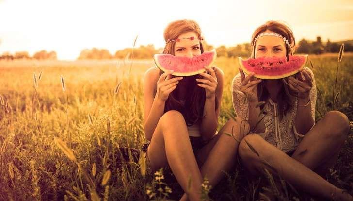 Lachen mit der besten Freundin stärkt die Abwehrkräfte