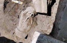 Ανακάλυψη μαρμάρινου αγάλματος στην πανεπιστημιακή ανασκαφή της Αγοράς της Πέλλας