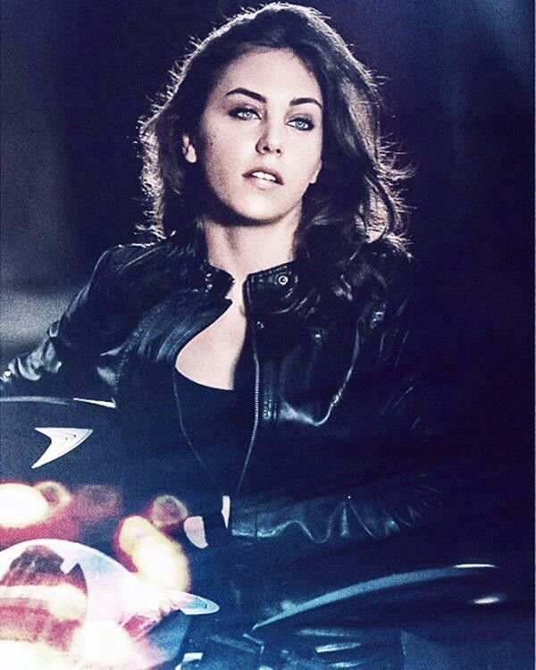 Oyku Karayel-Turkish Actress