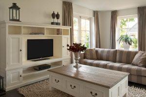 White wash meubels, whitewash kasten, whitewash dressoirs, whitewash tafels, whitewash stoelen bij  Zitten & Liggen te Gouda, Zuid-Holland.