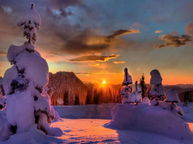 Otro bonito paisaje invernal nos sirve para despedir este jueves. Eso sí, siempre adornado por el atardecer de cielos rojizos que tanto nos gusta...¡disfrutadlo porque la Navidad ya está aquí!