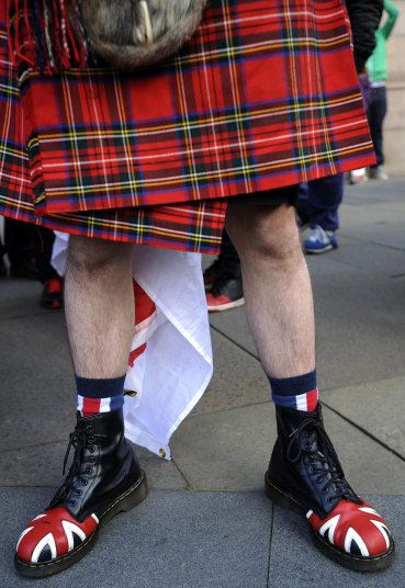 Campaigners for and against Scottish independence scrambled for votes on Wednesday on the eve of a knife-edge referendum that will either see Scotland break away from the United Kingdom or gain sweeping new powers with greater autonomy.