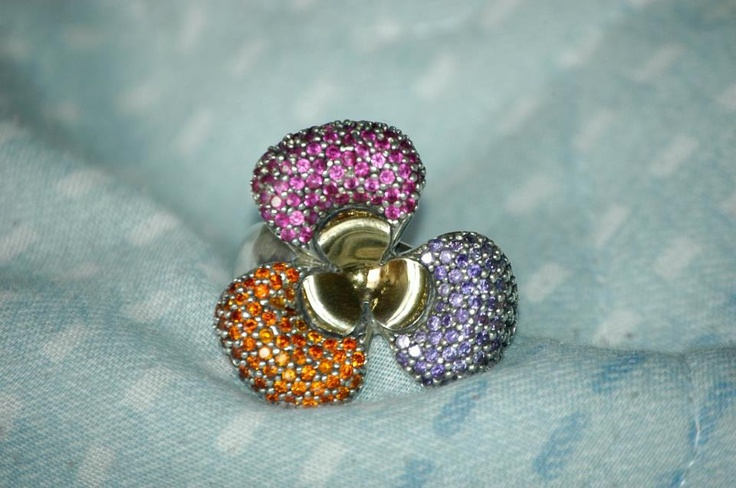 Material: silver, gold and zircons