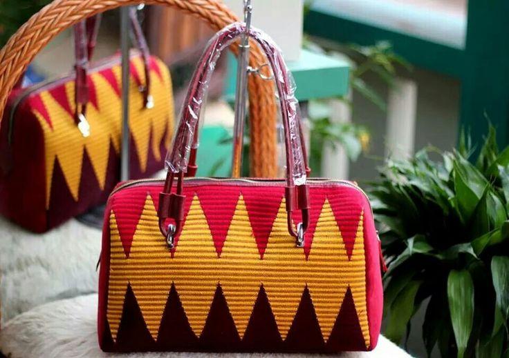 Tas tenun mix kulit , minat hub. Ke Facebook: shop lombok, Instagram: tenun_dan_mutiara_sasak, watsap:  087865461834, pin BB: 7DAC95EC