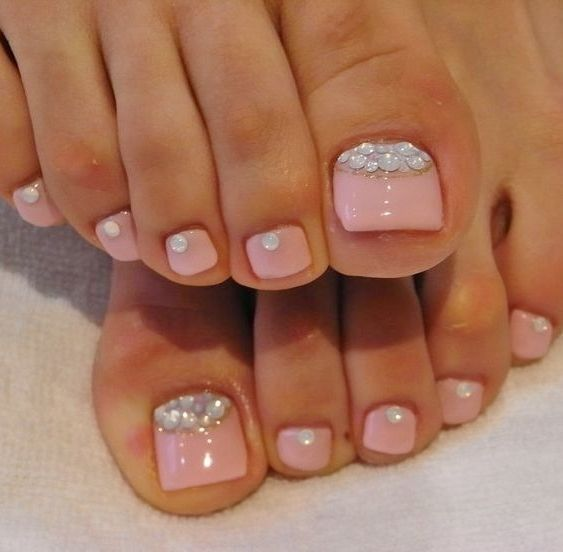 Chic Toe Nail Art