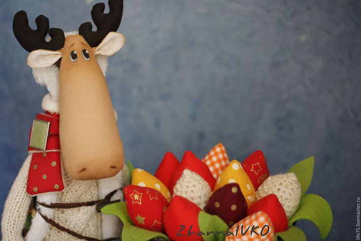 Купить Мистер лось - коричневый, лось, лось Тильда, лось игрушка, тюльпаны, цветы