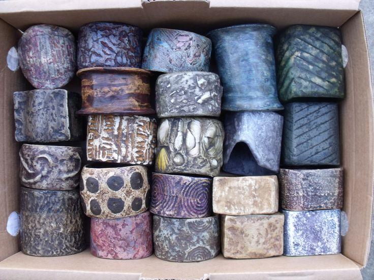 bracciali di CARTAMANTE, carta lavorata con la tecnica del papier- mache e finiti a stucco