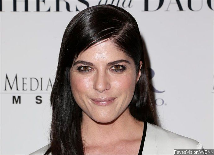 Selma Blair Looked Unfit During Vacation Prior to Mid-Flight Outburst  The 'Cruel Intentions' star seemed to be exhausted while spending the Father's Day weekend with her son Arthur and ex Jason Bleick on a beach in Mexico.    Source    The post  Selma Blair Looked Unfit During Vacation Prior to Mid-Flight Outburst  appeared first on  Fever Magazine .  https://www.fevermagazine.com/2016/06/21/selma-blair-looked-unfit-during-vacation-prior-to-mid-flight-outburst/?utm_source=rss&utm_..